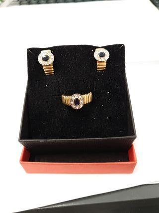 Conjunto de anillo y pendientes con brillantes