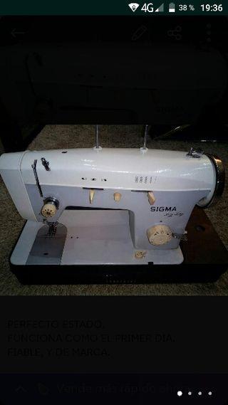 Maquina de coser Sigma zig zag.