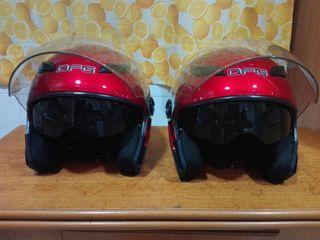 Dos cascos de la talla M.