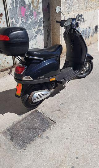 Piaggio Vespa lx50 de 49cc 50cc . Año finales 2009