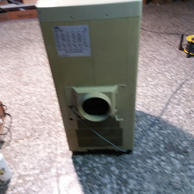 aparato aire acondicionado marca De Longhi