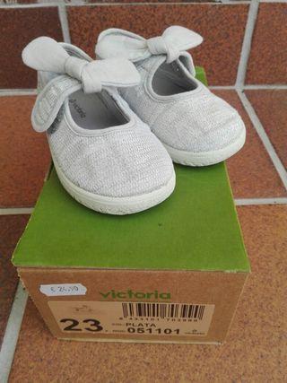 Zapatillas niña VICTORIA color plata