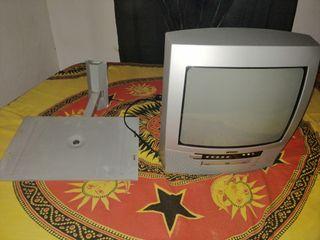 TV con DVD incorporado más soporte de pared