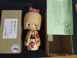 kokeshi doll importada Japón