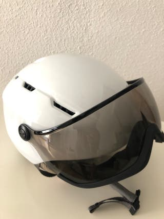 Casco esquí blanco con gafas de ventisca incorpora