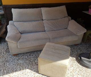 Sofá de 3 plazas con respaldo abatible + Puff