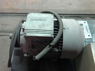 Motor trifásico 7,5 CV - Caja interruptor arranque