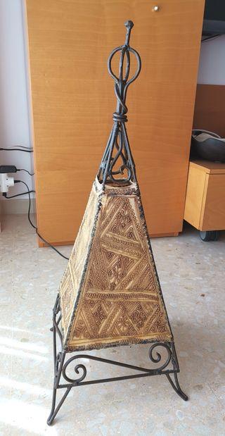 Lámpara marroquí de piel y hierro forjado
