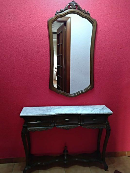 recibidor clásico con espejo