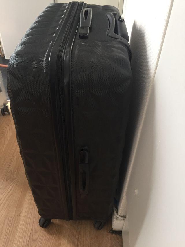 Grande valise récente