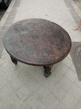 mesa de centro de cuero repujado Peruano