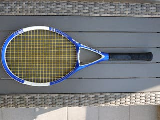 """Raqueta de tenis """"Wilson"""" y funda."""