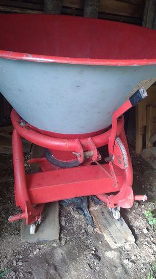 Abonadora tractor.