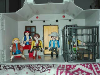 maletín casa sheriff y banco Playmobil