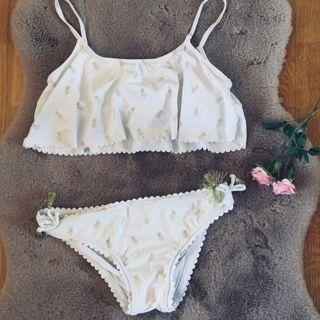 b4826ed1d66e Bikini blanco con piñas doradas de segunda mano por 15 € en Raices ...