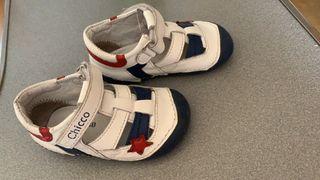 Zapatos marca chico n21
