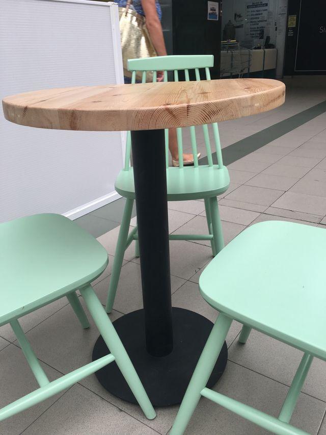 Mesa maciza madera pie de hierro