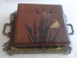 caja antigua lacada con llave
