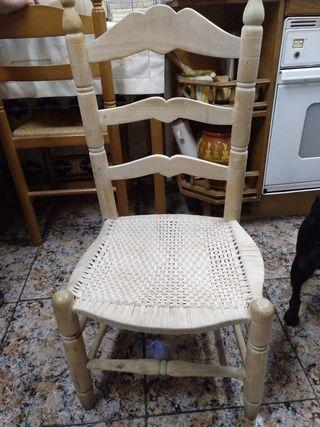 Silla vintage, madera y paja.