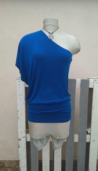 camiseta asimétrica