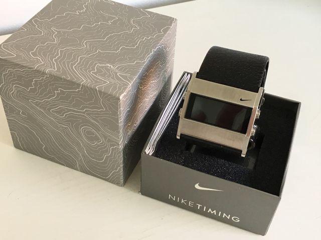 Reloj digital Nike con correa de piel
