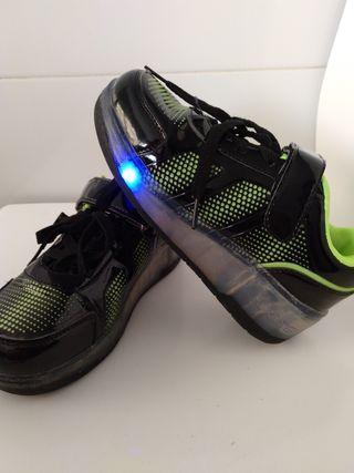 Zapatillas niños con ruedas y luces