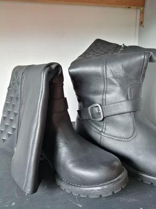 botas altas cuero