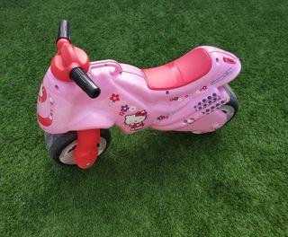 Moto ruedas anchas Hello Kitty