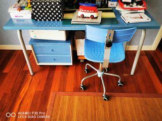 Mesa escritorio con cajonera y silla