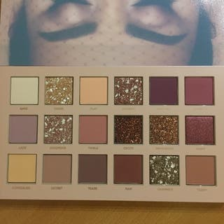 Brand new huda beauty nude eyeshadow pallete x