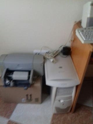 ordenador ,teclado, altavoces, fotocopiadora,impre