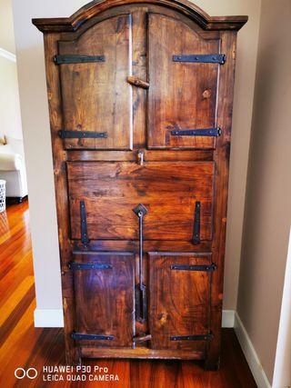 Mueble antiguo de madrra