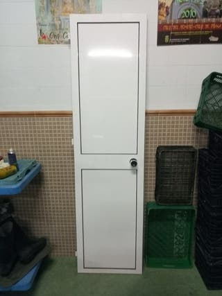 puerta de aluminio blanca