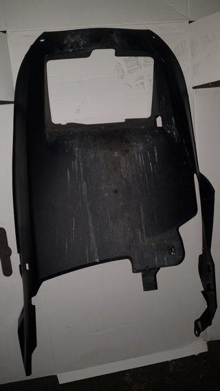 plastico cubre radiador xmax 125cc