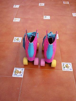 Se venden patines 4 ruedas talla 37-38