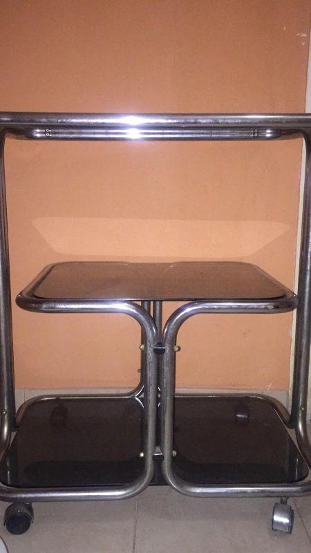 Mesa de cristal negro de tres plantas