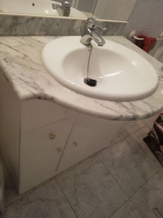 mueble baño mármol con espejo y luces