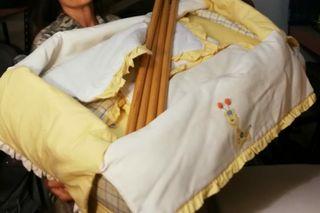 Mini cuna completa, con ropa de cama y colchón