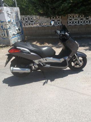 yamaha x max 250cc