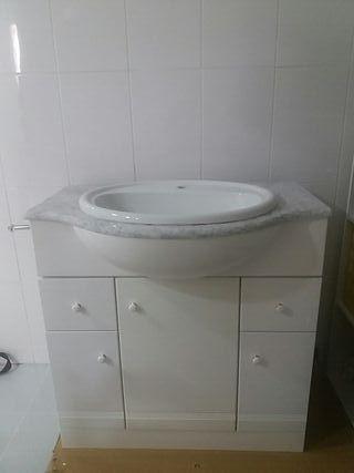 pila de baño y mueble.