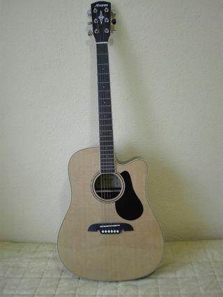 Guitarra Alvarez con funda incluida