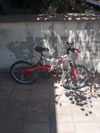 Bicicleta infantil con doble amortiguación
