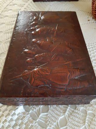 jollero de madera y cuerro,antiguo