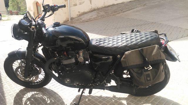 Triumph Bonneville black t120 2017