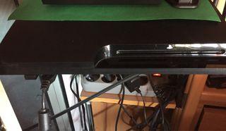Play station 3 con 2 mandos y juegos