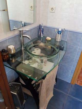 mueble baño cristal con grifo