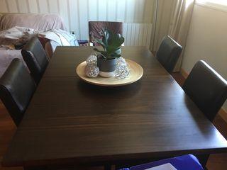 Mesa y 4 sillas piel nuevas 2 magníficas de rafia