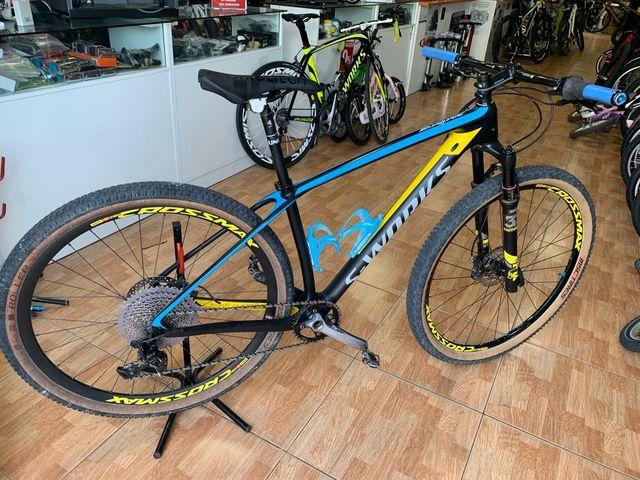 """Bici carbono montaña 29"""" perfecto estado"""