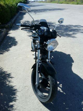 vendo moto daelim roadwin 125cc. Perfecto estado.