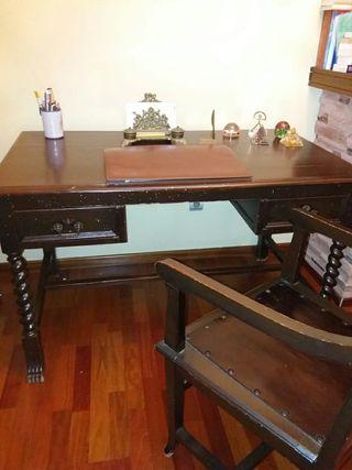 mesa antigua de despacho